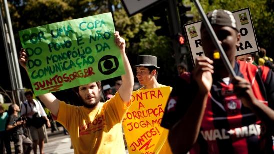 globo-e-citada-em-protesto-contra-ricardo-teixeira-em-sao-paulo-13082011-1313259103487_1920x1080