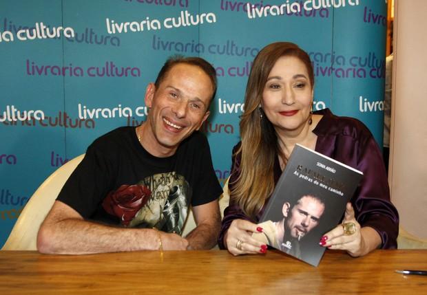 Rafael Ilha e Sonia Abrão (Foto: Celso Tavares / Ego)