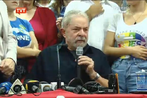 160304160941_Lula fala