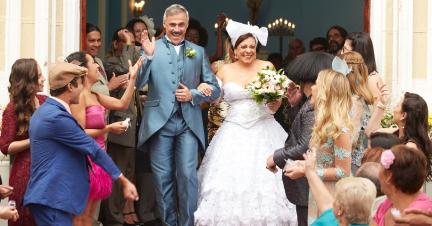 casamento-de-brito-oscar-magrini-e-jo-catarina-abdalla-acontece-na-estreia-da-quarta-temporada-de-vai-que-cola-1469201473593_956x500