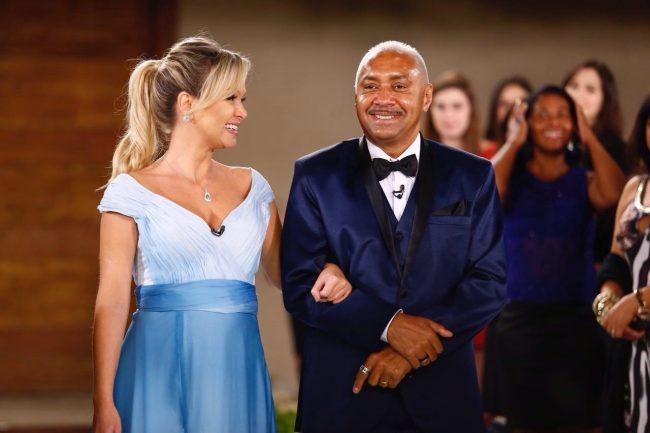 eliana-acompanha-tiririca-ao-anunciar-casamento-surpresa-para-o-humorista-1493315579710_v2_1280x852-e1493318839686