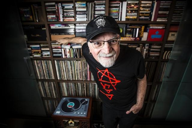 kid-vinil-e-cantor-compositor-radialista-apresentador-jornalista-colecionador-de-discos-e-versatil-como-sao-paulo-1453568547235_1920x1280.jpg