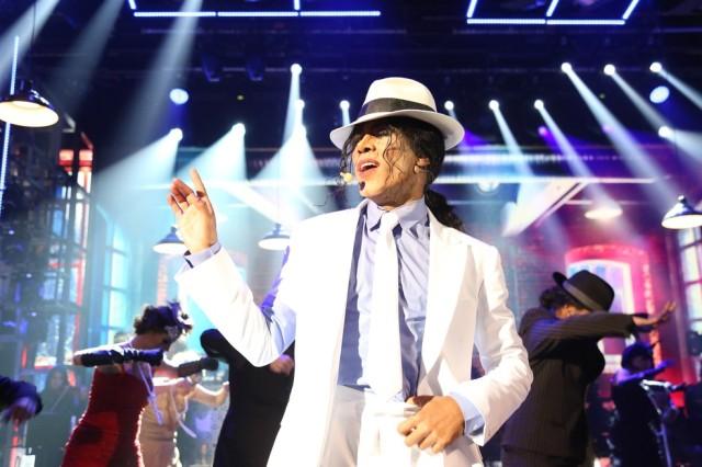 Ícaro Silva homenageia Michael Jackson (Foto: Carol Caminha/Gshow)